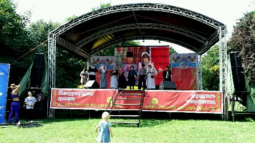 Zarjanka treedt op III Internationale folklore festival in Kaliningrad augustus 2014