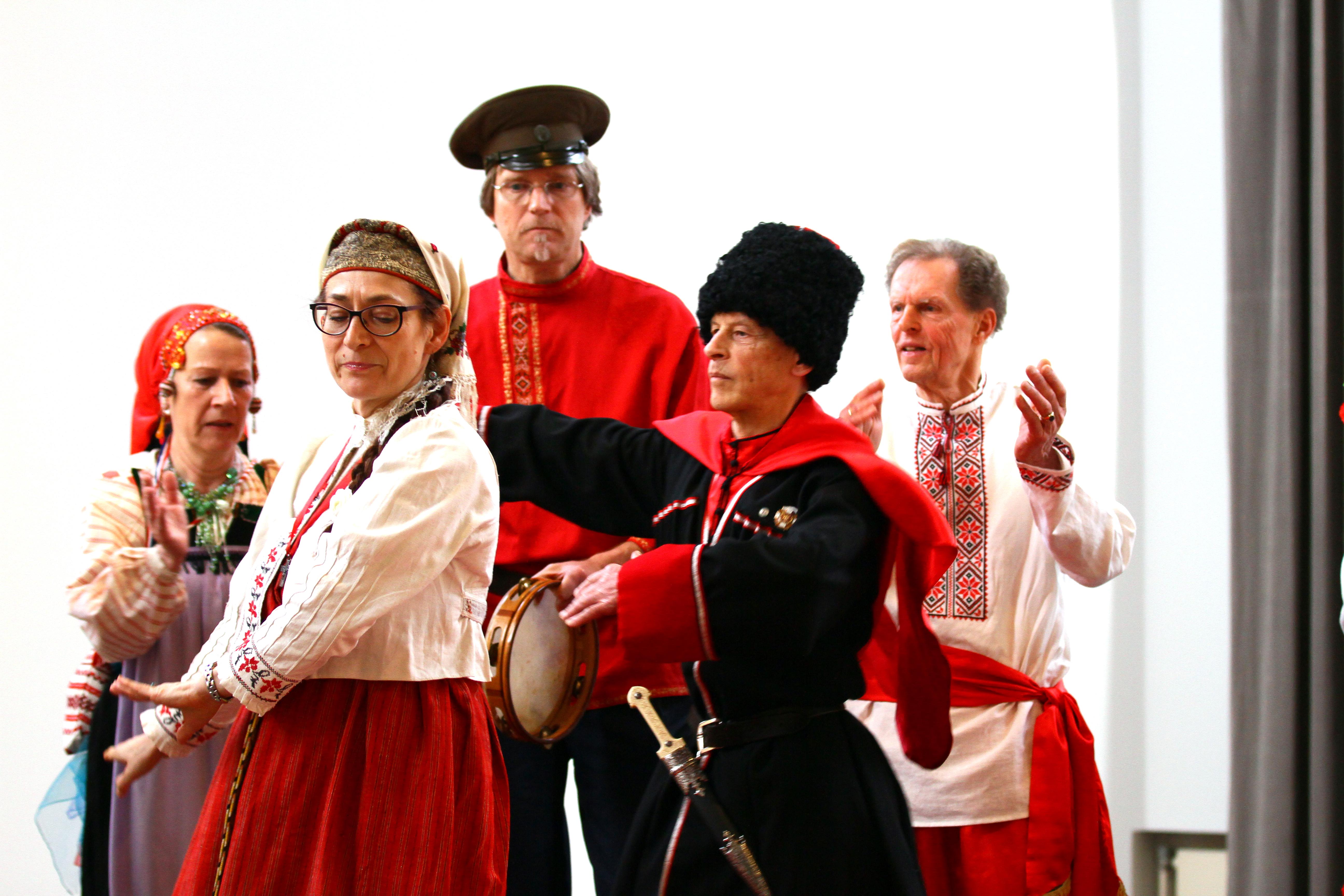 Zarjanka presenyteert het lied Schamil in Drents museum in Assen. foto: J. Koldewijn