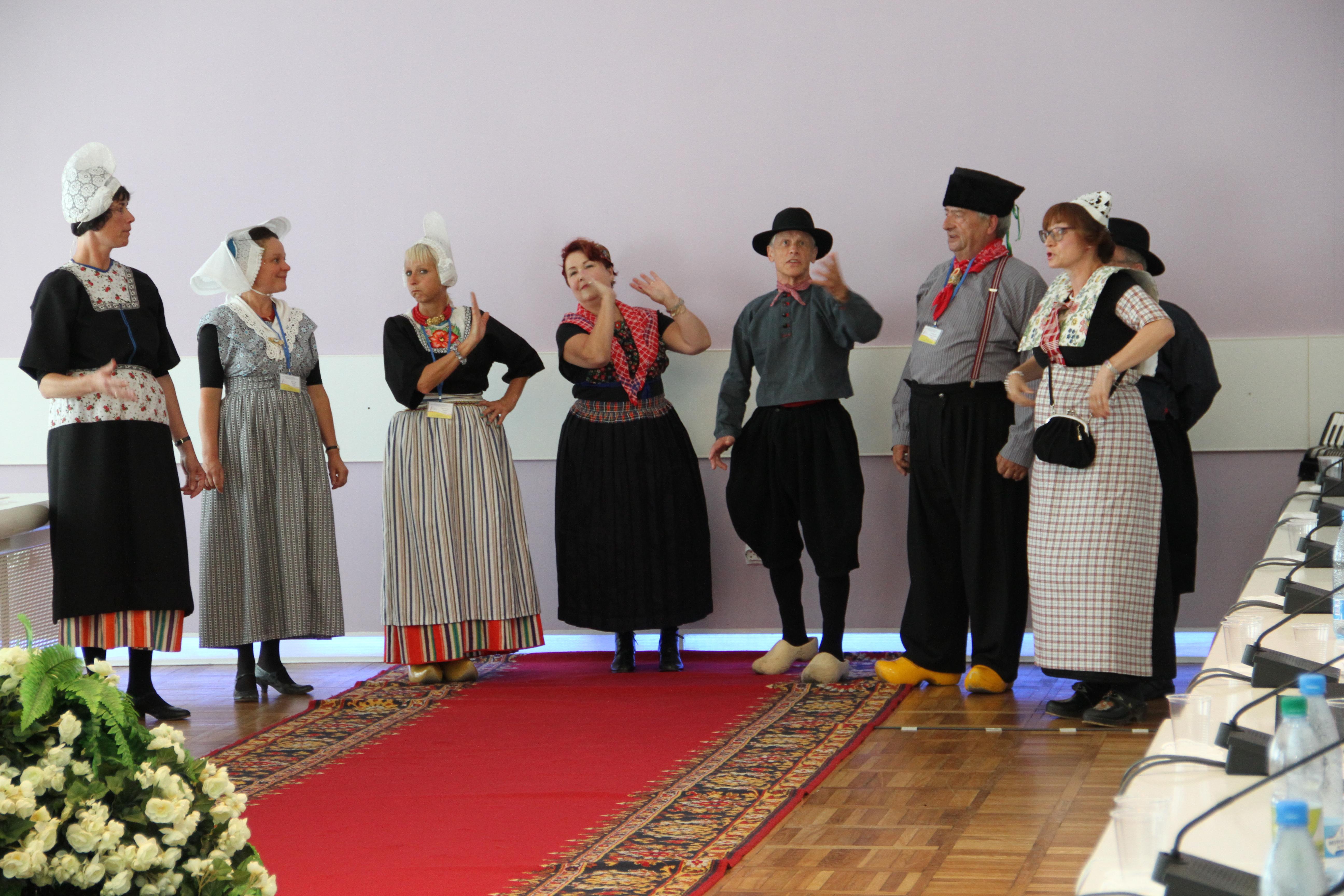 """Zarjanka zing """"Op de lange weg"""""""" op de conferentie in Svjetlogorsk in Rusland op 13.08.2014"""