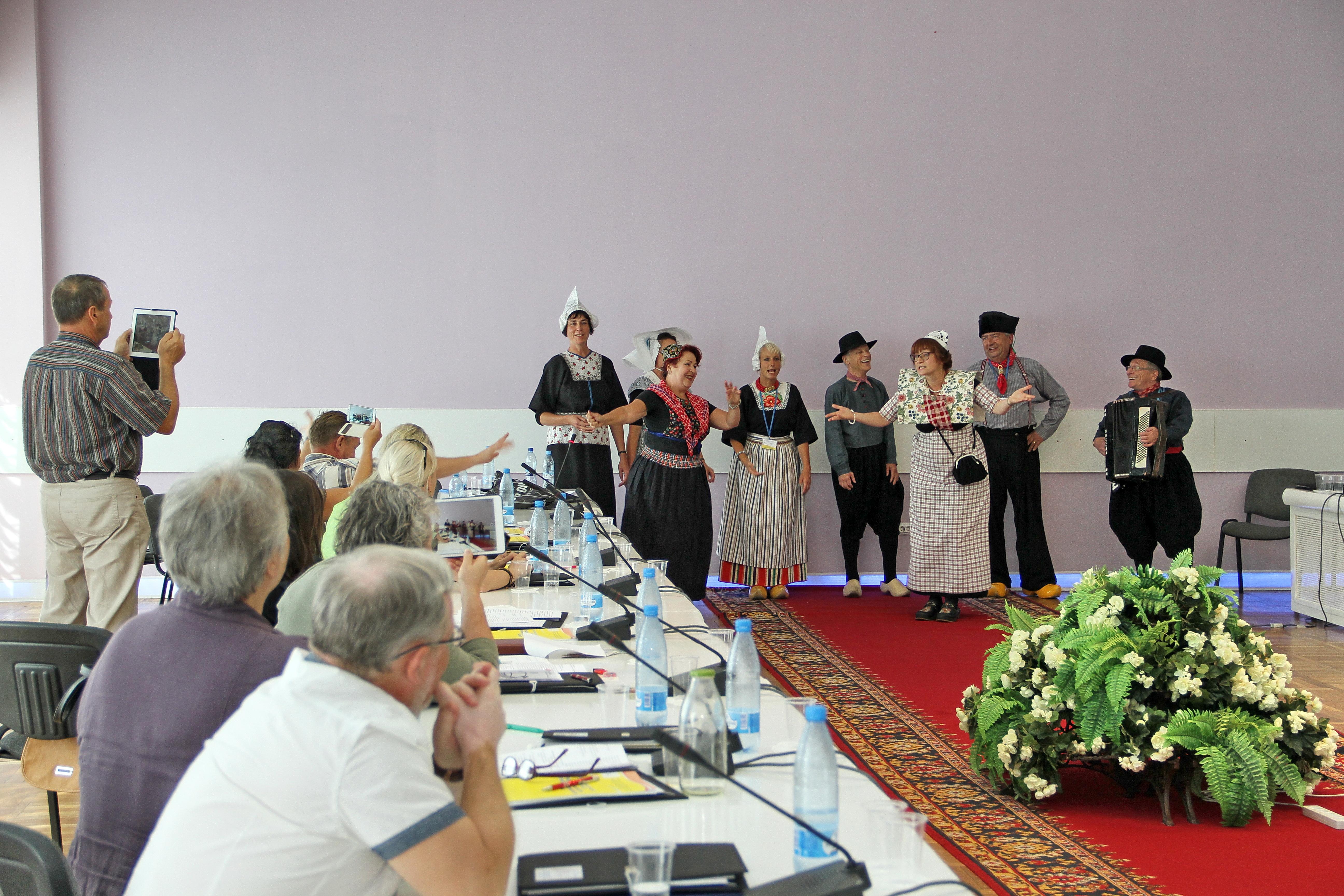 Zarjanka treedt op op de conferentie in Svjetlogorsk in Rusland op 13.08.2014